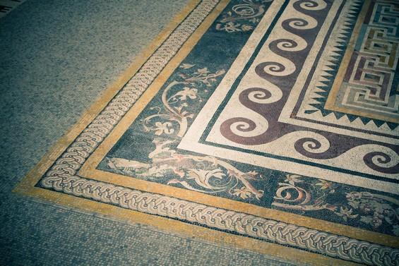 mosaique grecque au sol