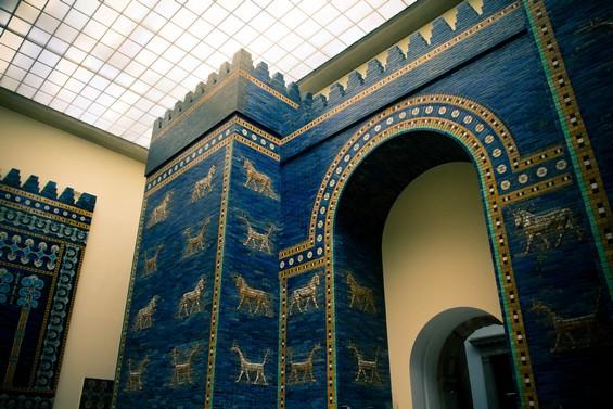 Vue porte monumentale, département Art Islamique