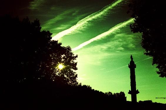soleil et ciel vert