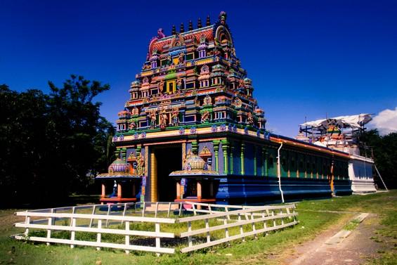Temple Tamoul tout en couleurs