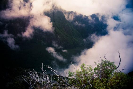 entre parois rocheuses et nuages tenaces !