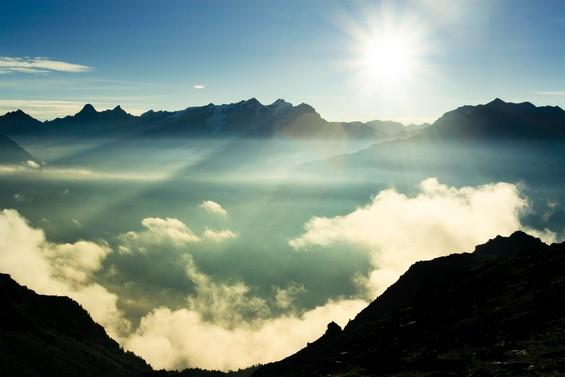 Entre ciel terre, soleil et nuages