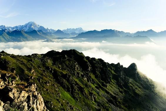 Le Mont Blanc entre cumulus et soleil