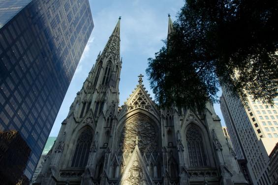Eglise gothique au coeur de la ville