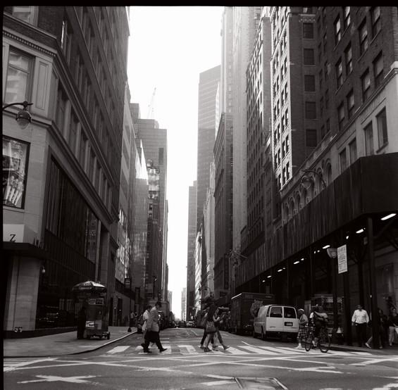 Les rues de la ville au petit matin