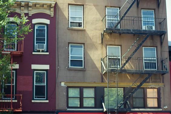 Les jolis immeubles colorés.