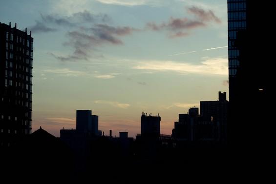 coucher de soleil par la vitre de la chambre <3