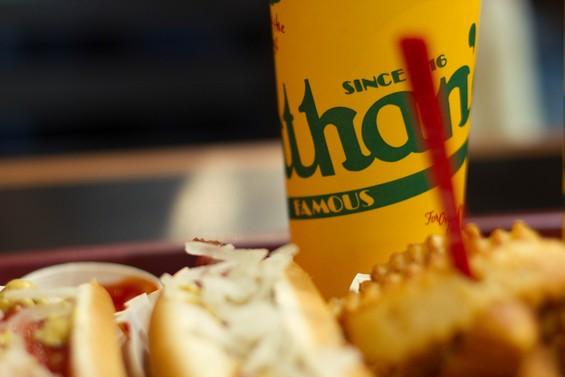 Dégustation du meilleur hot dog chez Nathan's