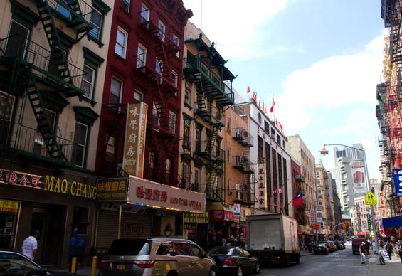 Facade d'immeubles et de boutiques