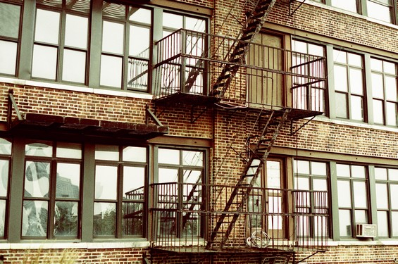 immeuble et escalier de secours