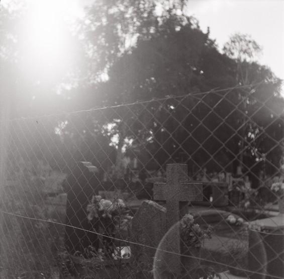 phénomène lumineux, cimetière en Pologne