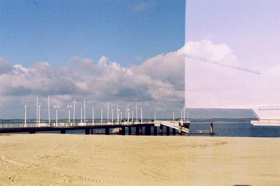 superposition plage et toit immeuble