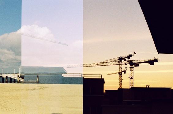 superposition plage et immeuble