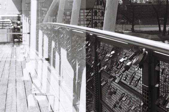 superposition d'un pont et d'un tram