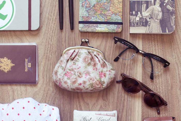 lunettes et porte monnaie
