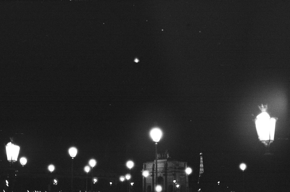 Paris, je suis partie mais je ne t'ai pas tout dit. Ô oui Paris, je te l'assure, la parisienne que je suis en a le coeur meurtri.