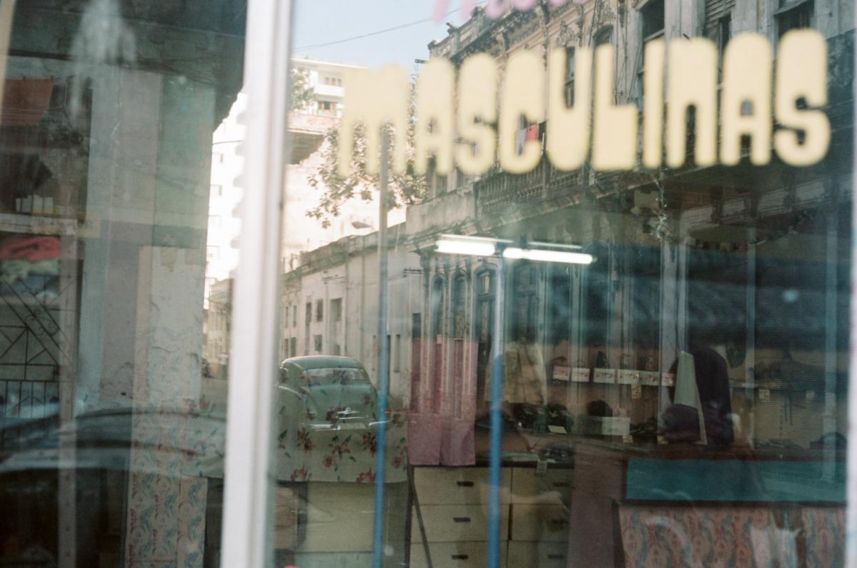 reflective portrait, la havane populaire, Cuba