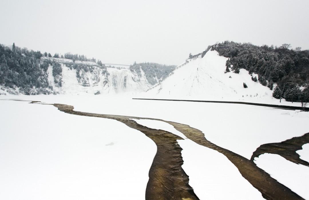 Chute Montmorency au coeur de l'hiver polaire.