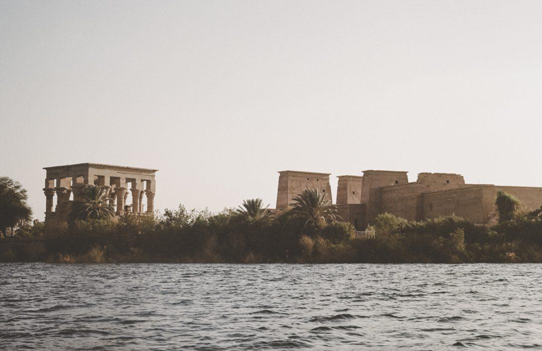 Égypte : Assouan et le temple d'Isis sur l'île Philae.